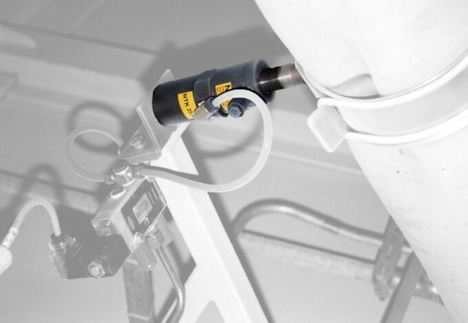loosening with pneumatic linear vibrator NTK by NetterVibration
